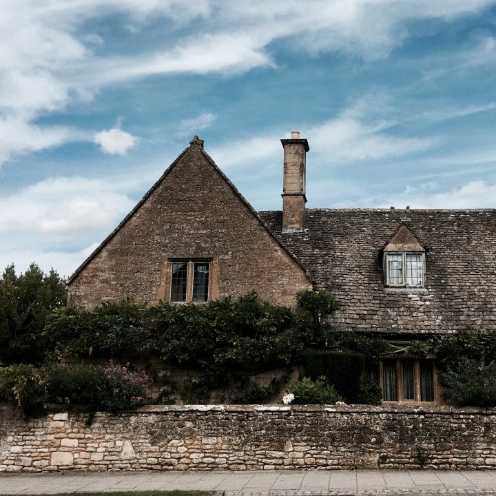 Stone cottage in Cotswold village of Broadway, Worcestershire.