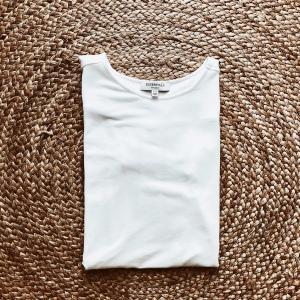 Witchery short sleeve white t-shirt.