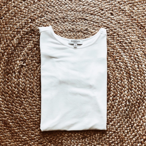 Witchery short sleeve white t-shirt.